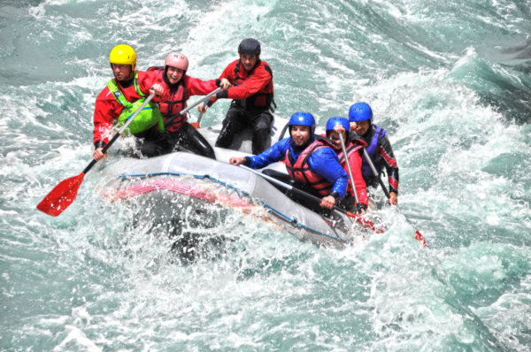32914433 - white water rafting