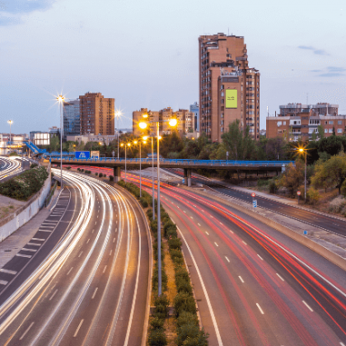 Los coches sin etiqueta de la DGT no podrán circular por Madrid: cuándo empiezan las restricciones y las multas