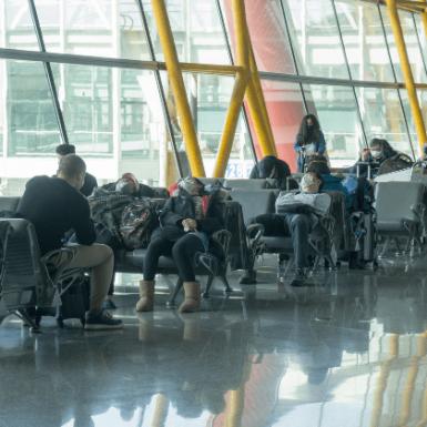 Los españoles reducen sus búsquedas de viajes por la crisis del coronavirus